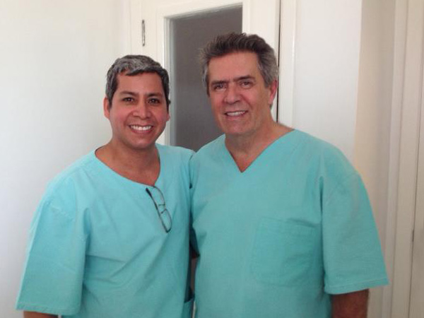 Dr. Gino Llosa con el Dr. Carlos Uebel , Presidente ISAPS (International Society of Aesthetic Plastic Surgery) - Porto Alegre, Brasil 2012.