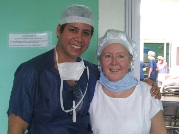 Dr. Gino Llosa con la Dra. Ana Zulmira Diniz Badin - Clínica Athena - Curitiba, Brasil 2007, 2008 y 2011