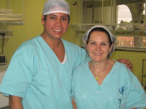 Dr. Gino Llosa con la Dra. Ruth Graff - Clínica Pieta - Curitiba, Brasil 2007 y 2011
