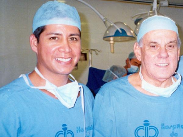 Dr. Gino Llosa con el Dr. Liacyr Riveiro - Clinica Interplastica Brasil 2005