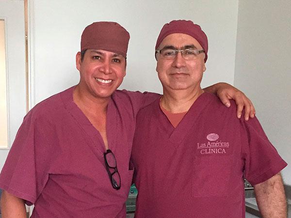 Dr. Gino Llosa con el Dr. Raúl Márquez Vanegas - Clínica Oncológica Las Américas - Medellín, Colombia 2015