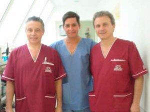 Dr. Gino Llosa con los Dres. Blugerman y Schávelzon - Clínica B&S- Argentina 2004 - 2005